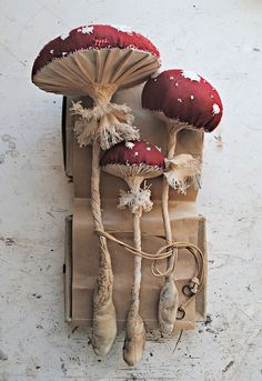 Self-taught artist Mister Finch, has been creating beautiful textile scultures inspired by British flora and fauna, using only vintage and recycled textiles and thread. Sculpture Textile, Soft Sculpture, Fabric Art, Fabric Crafts, Mister Finch, Mr Finch, Flora Und Fauna, Art Du Fil, Mushroom Art