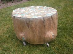 boomstam mozaiek kruk / tafel gemaakt door jose van der heijden