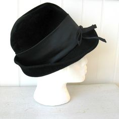 1940 or 1950 Vintage Hat Fashion The New Rose by Dansmongrenier, $32.00
