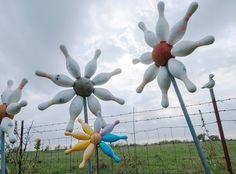 yard art | PRAIRIE DUST // Bowling Ball Yard Art
