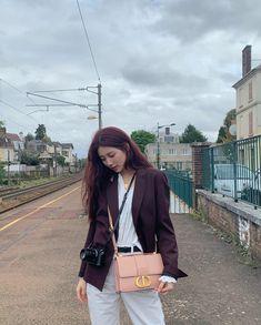 Korean Street Fashion - Life Is Fun Silo Suzy Bae Fashion, Kpop Fashion, Korean Actresses, Korean Actors, Suzy Instagram, Instyle Magazine, Cosmopolitan Magazine, Bae Suzy, Korean Street Fashion