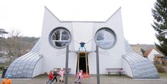 Kindergarten Wolfartsweier is located in Karlsruhe, Germany. The cat-shaped kindergarten was designed by artist Tomi Ungerer in collaboration with architect Ayla Suzan Yöndel. Unusual Buildings, Amazing Buildings, Design Maternelle, Architecture Cool, Pavilion Architecture, Classical Architecture, Sustainable Architecture, Residential Architecture, Sustainable Design