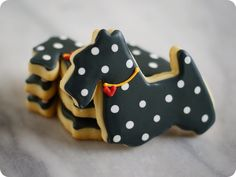 Scottie Dog cookie tutorial. Pinning because she instructs how to do the polka dots!