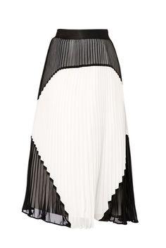 Summertime is skirt-time! I'm loving the pleats.