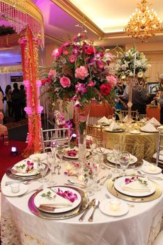 Out of this world reception decor with fountain centerpieces 1 beautiful tall centerpieces junglespirit Image collections