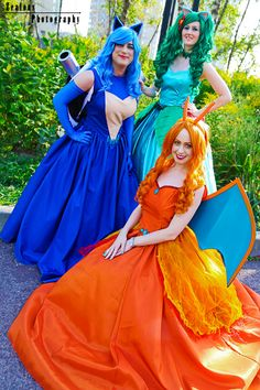 Pokemon Ball Gowns http://geekxgirls.com/article.php?ID=6839