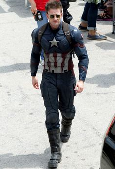"""Chris Evans on the set of """"Captain America: Civil War,"""" May outfit has changed from aou. It is more like his original uniform so that bucky will recognize him. Marvel Actors, Marvel Heroes, Marvel Characters, Marvel Dc, Capitan America Chris Evans, Chris Evans Captain America, Steve Rogers, Sebastin Stan, Captain Rogers"""