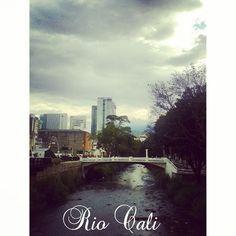 Un rio con miles de historias sobre #Cali