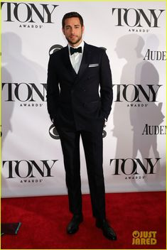 Zachary Levi at the Tony Awards 2013, wearing a stylish double breasted suit