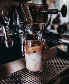 9 Crazy Tricks Can Change Your Life: I Love Coffee Wallpaper coffee menu watches.I Love Coffee Wallpaper simple iced coffee.Coffee Date Recipes. Chemex Coffee, Coffee Creamer, Coffee Latte, Coffee Drinks, Iced Coffee, Coffee Shops, Starbucks Coffee, Coffee Maker, Coffee Type