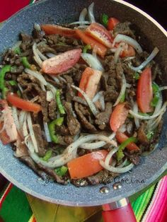Steak (Bistec)Ranchero con Papas Bistec Recipe, Milanesa Recipe, Bistec Ranchero Recipe, Cube Steak Recipes, Roast Beef Recipes, Mexican Dinner Recipes, Mexican Dishes, How To Cook Beef, Salads