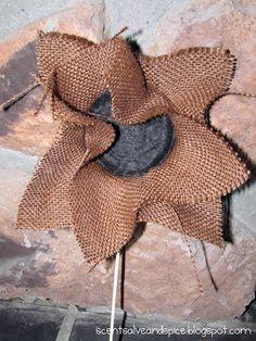 Scent Salve and Spice: Burlap Sunflowers Burlap Projects, Burlap Crafts, Fall Projects, Fabric Crafts, Diy Crafts, Burlap Flowers, Diy Flowers, Fabric Flowers, Felt Flowers