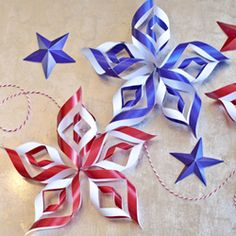 DIY paper stars for the Fourth of July with tutorial and free printables!