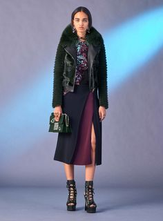 75c304ddc4 Versace Pre-Fall 2017 Fashion Show
