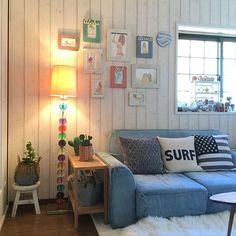 女性で、の出窓ディスプレイ/サボテン/リメイクフレーム/サボテンクラブ☺︎/お気に入り…などについてのインテリア実例を紹介。「私のサーフギャラリーの全体図です。 部屋を入るとこの景色。 お気に入りのアートが先ず1番に目に入って来ます(๑・̑◡・̑๑)♪ 」(この写真は 2017-01-28 08:28:31 に共有されました) Surf Style, Coastal Living, Gallery Wall, Layout, Interior, Room, House, Home Decor, Living Room