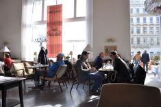Le café Prückel offre une belle halte à Vienne ©JoliVoyage / #Vienne #Wien #Vienna #tourisme #voyage @_Autriche_ @ViennaInfoB2B Conference Room, Furniture, Home Decor, Vienna, Pretty, Tourism, Decoration Home, Room Decor, Home Furnishings
