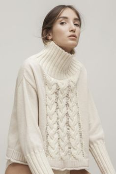 THREE BRAIDS SWEATER. Spanish merino wool and regenerated pure cashmere. Manufactured in Spain.