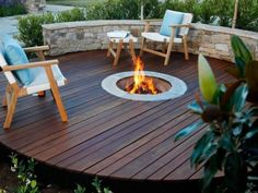 Cozy outdoor backyard fire pit for your home Fire Pit Pergola, Deck Fire Pit, Outside Fire Pits, Small Fire Pit, Cool Fire Pits, Deck With Pergola, Fire Pit Backyard, Firepit Deck, Backyard Barbeque