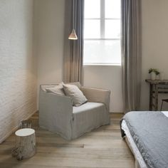 B&B Factorij 10 België (near Lommel), room with extra bunk bed available Scandinavian Interior, Modern Interior, Interior Design, Sofa Inspiration, Double Beds, Rustic Interiors, B & B, Cladding, Bed And Breakfast