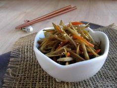10 Best Japanese Dishes and Osechi Ryori to Serve on New Year's Day: Kinpira Gobo (Braised Burdock Root and Carrots) - Osechi Ryori Get info on the best dishes to serve at your Japanese New Year's dishes (osechi ryori) for celebration on January Japanese Side Dish, Japanese Dishes, Japanese Recipes, Japanese Menu, Bento Recipes, Cooking Recipes, Japanese New Year Food, Japanese Appetizers, Yummy Vegetable Recipes