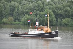23 juni 2016 op de Oude Maas richting Dordrecht   FURIE  http://koopvaardij.blogspot.nl/2016/06/in-volle-glorie.html