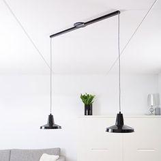Lightswing twin is het ingenieuze ophangsysteem voor jouw hanglampen. Monteer de hanglampen en verplaats ze met de Lightswing. Ontdek het vandaag nog!