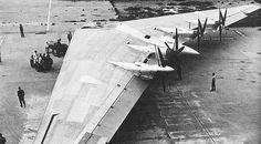 Northrop XB-35 Uma asa voadora experimental desenvolvida para o projeto de um bombardeiro pesadoda Força Aérea do Exercito dos EUA, durante e após a Segunda Guerra Mundial.  Original: http://aeromagazine.uol.com.br/artigo/avioes-mais-estranhos-da-historia_2815.html#ixzz4g8JuyAtH Follow us: aeromagazine on Facebook