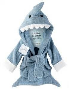Aw that's the cutest! Baby shark robe. Wish they made these adult sized.
