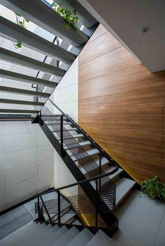 Gallery - 12 House Apartment / Ali Sodagaran + Nazanin Kazerounian - 12