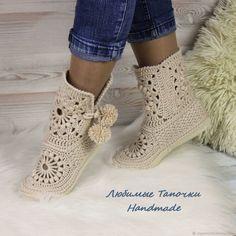 Crochet Boot Socks, Crochet Slippers, Knit Crochet, Crochet Slipper Pattern, Knitting, Crafts, Stuff To Buy, Shoes, Fashion