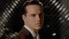 19 GIFs that PROVE Andrew Scott Would Be the Best Bond Villain Ever.