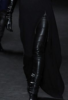 black, fashion, and leather image Mode Sombre, Yennefer Of Vengerberg, Style Noir, Character Aesthetic, The Villain, Sith, Dark Fashion, Leather Fashion, All Black