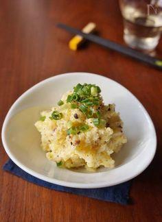 オトナのアンチョビポテトサラダ by 楠みどり / ポテトサラダは子供も大好きなお総菜ですが、今回はアンチョビとブラックペッパーを使って、お酒に合う大人向けのポテトサラダにアレンジしてみました。本日解禁のボジョレーにも合うのでお試しください。 / Nadia Home Recipes, Asian Recipes, Ethnic Recipes, Japanese Food, Risotto, Potato Salad, Mashed Potatoes, Main Dishes, Delish