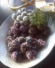 I mit hjem er havregrynskugler lige så stor en tradition til jul, som småkager og konfekt er. Smagen varierer hvert år, da der laves havregrynskugler til voksne og børn..