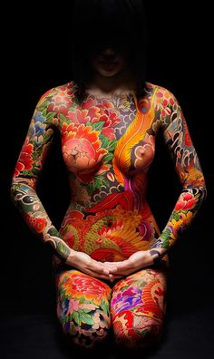 Beautiful body painting reminiscent of yakuza full body tattoos. Body Art Tattoos, Girl Tattoos, Tatoos, Tattoo Girls, Wicked Tattoos, Fotografie Portraits, Muster Tattoos, Mode Outfits, Woman Painting