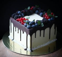 Just Cakes, Drip Cakes, Cake Designs, Cake Ideas, Fandom, Sweets, Decorations, Chocolate, Baking