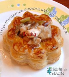 How to make Puff Pastry...Oh God I love this tutorial !!! vol au vent http://cuisinea4mains.wordpress.com/2009/09/23/pate-feuilletee-inratable/