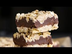You gotta try this easy no-bake Oatmeal Fudge Bars recipe! It's the perfect healthy breakfast or midday treat to satisfy your sweet tooth -- guilt-free! Vegan Desserts, Vegan Recipes, Dessert Recipes, Free Recipes, Healthier Desserts, Vegan Sweets, Oatmeal Fudge Bars, Protein Bar Recipes, Protein Bars