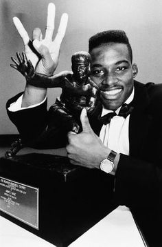 Andre Ware with his Heisman Trophy Ncaa College Football, Football Fans, Heisman Trophy, Johnny Manziel, Espy Awards, University Of Houston, Sports Pictures, Best Player