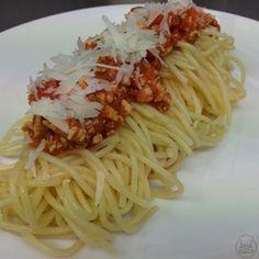 Špagety s rajčaty a kuřecím masem - Špagety s rajčaty a kuřecím masem - výborný lehký oběd, který zvládnete do dvaceti minut. Spaghetti, Food And Drink, Ethnic Recipes, Noodle