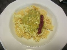 Pasta with Sicilian pesto with basil, tomatoes and almonds – A different fantastic Pesto www.easyitaliancuisine.com