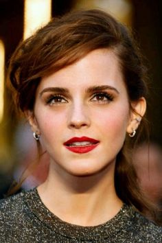 Emma Watson looking beautiful as ever . Elle Magazine, Lily Collins, Elizabeth Olsen, Maquillage Emma Watson, Beautiful Celebrities, Beautiful Actresses, Ema Watson, Beauty And The Beast, Girl Crushes
