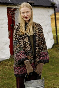 Rowan Knitting and Crochet Magazine design by Martin Storey using a beautiful combination of Colourspun (Wool and Mohair) and Rowan Tweed (Wool). With drop shoulder and edge to edge fastening, this knitting pattern is for the experienced knitter. Rowan Knitting, Rowan Yarn, Fair Isle Knitting, Crochet Cardigan, Knit Crochet, Laine Rowan, Tejido Fair Isle, Magazine Crochet, Knitting Magazine