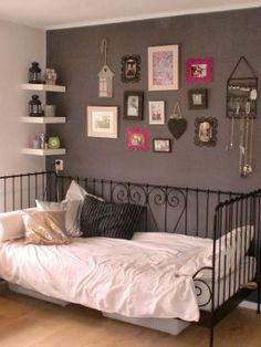 Little girl room.weird I always wanted that kind of bed. Teen Room Decor, Bedroom Decor, Wall Decor, Moise, Teenage Room, Little Girl Rooms, New Room, Girls Bedroom, Bedrooms
