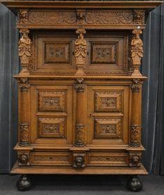 Eiken beeldenkast, Vlaanderen, 17e eeuw en later, 213 x 176 x 76 cm. € 1.500 - € 2.000