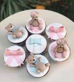 10 vind-ik-leuks, 0 opmerkingen - Mel Marinho (@meldocesartes) op Instagram: 'Cupcakes cheios de amor! #cupcakesbh #bolosbh #bolobh #cakesbh #cakebh #bolodecoradobh…' Baby Shower Cupcakes, Sugar, Cookies, Desserts, Instagram, Amor, Crack Crackers, Tailgate Desserts, Deserts
