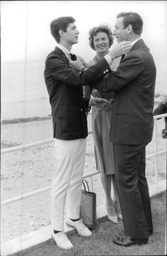 Vintage photo of Anthony Perkins talking to Yves Montand, Ingrid Bergman watchi