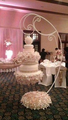The Most Elegant and Unusual Wedding Cakes - Tortenträume ❤️ Cakesdreams ❤️ - Kuchen Bilder Unusual Wedding Cakes, Amazing Wedding Cakes, Wedding Cake Stands, Elegant Wedding Cakes, Unique Cakes, Wedding Cake Designs, Wedding Cake Toppers, Cake Wedding, Amazing Cakes
