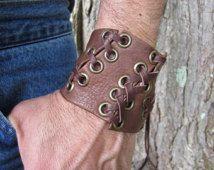 Guerrero brazalete cuero marrón pulsera, cuero corsé ata para arriba la muñeca atada banda pulsera apenado