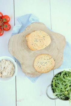 Havermoutbroodjes - Lekker eten met Linda Healthy Baking, Healthy Snacks, Healthy Recipes, Spinach Burgers, Food Vans, Food Inspiration, Bread Recipes, Breakfast Recipes, Food And Drink